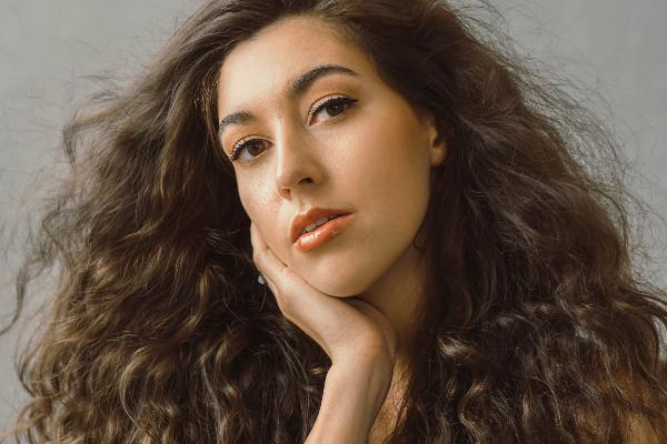 Laura-Sings